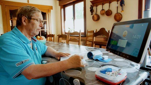 Sensor Nirkabel Pemantau Kesehatan di Rumah