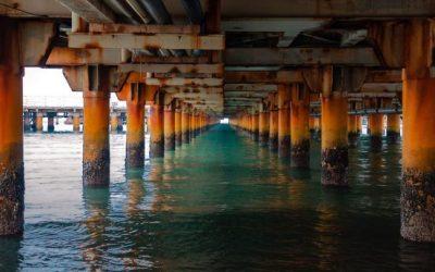 Lapisan Karat Ultra-Tipis Menghasilkan Listrik dari Air yang Mengalir