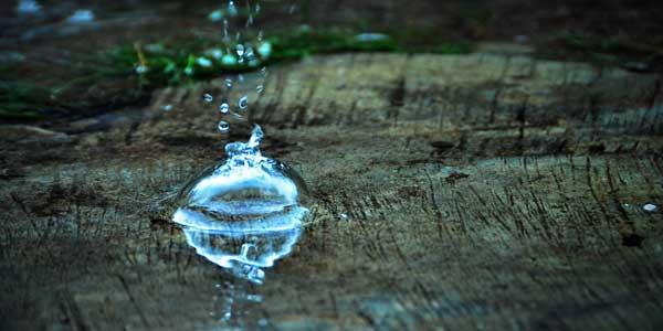 Menghasilkan Hidrogen Peroksida Melalui Tetesan Air